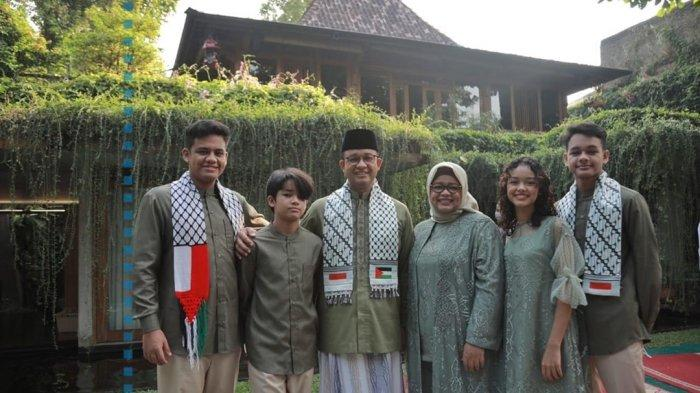 Gubernur DKI Jakarta Anies Baswedan dan keluarga merayakan lebaran, Kamis (12/5/2021).