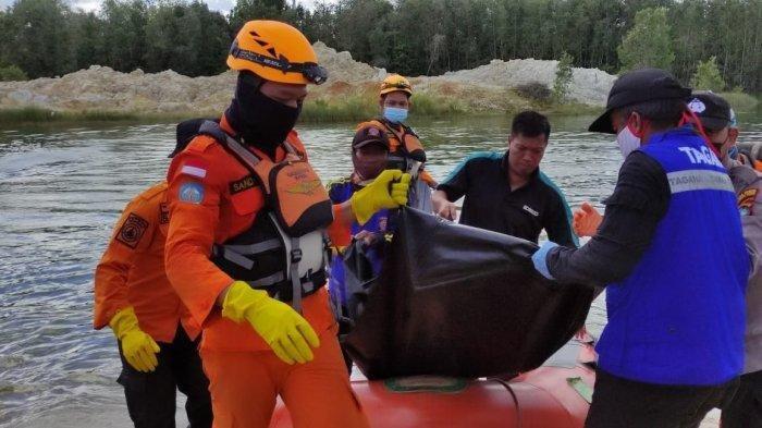 Proses evakuasi korban hilang diterkam Buaya di Desa Dukong, Kecamatan Simpang Pesak, Belitung Timur (Beltim), Minggu (20/6/2021).