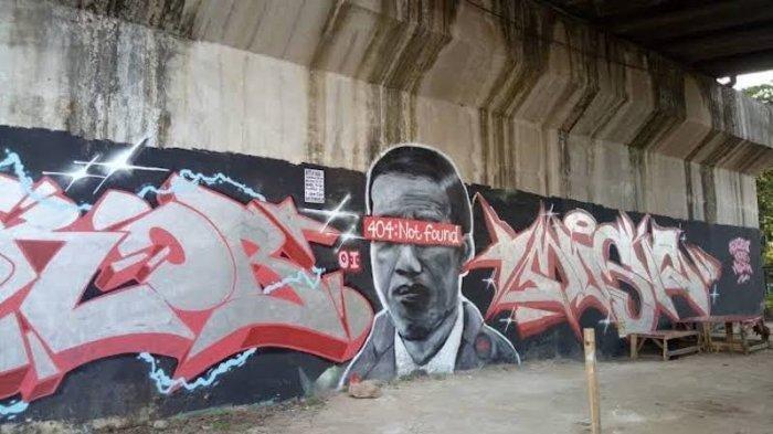 Mural Presiden Jokowi bertuliskan 404:Not Found di Batuceper, Kota Tangerang, Banten.