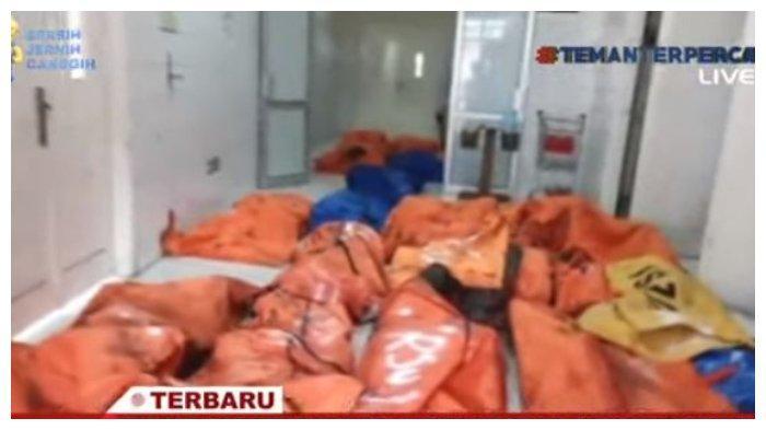 Tangkapan layar jenazah 41 napi Lapas Kelas 1 Tangerang yang meninggal dunia akibat kebakaran, Rabu (8/9/2021). Korban tewas dan luka berat dievakuasi di RSUD Tangerang.
