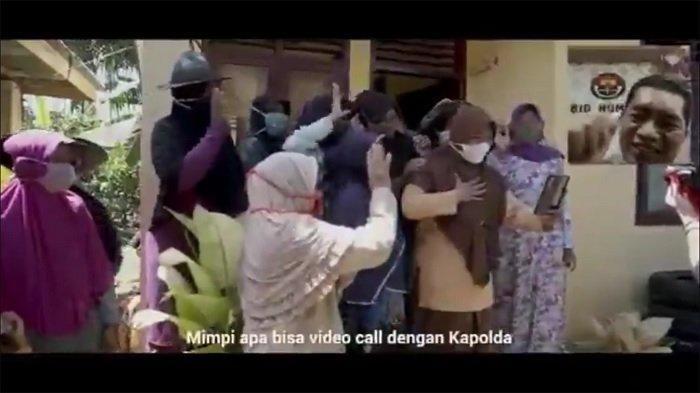 Tia Rahmadhani, seorang siswi sekolah menengah atas (SMA) asal Aceh, memberanikan diri untuk mengirim pesan atau chat kepada Kapolda Aceh lewat media sosial (medsos).