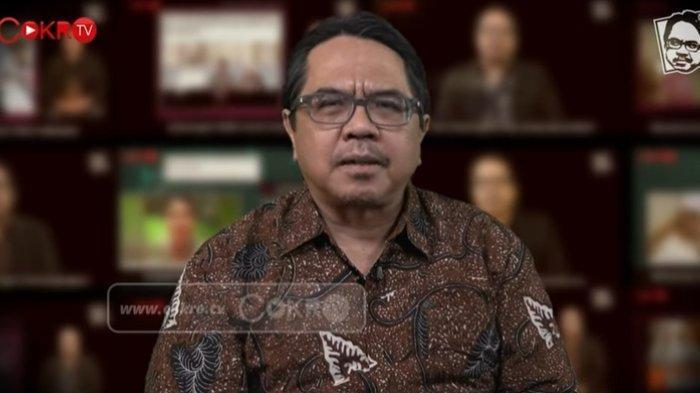 Pengamat komunikasi politik Ade Armando menilai Kepala Kantor Staf Presiden (KSP) Moeldoko sebaiknya mundur dan fokus di Partai Demokrat, Senin (8/3/2021).