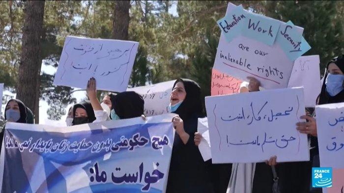 Aksi protes wanita Afghanistan di Kabul meminta perlindungan hak kepada Taliban pada Jumat (3/9/2021).