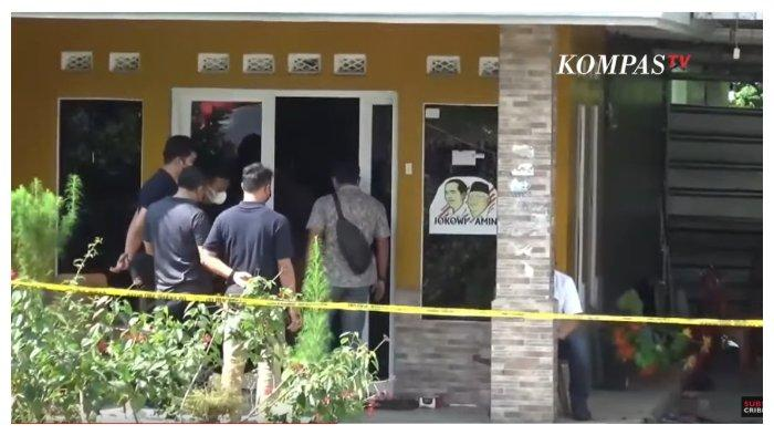 Kondisi rumah Tuti (55) dan Amalia Mustika Ratu (23) seusai jasad ibu dan anak ditemukan di dalam bagasi mobil Aplhard, Rabu (18/8/2021).