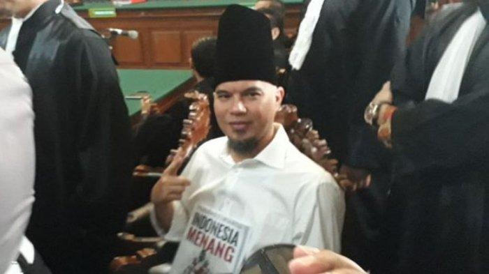Ahmad Dhani dalam sidang lanjutan perkara Vlog Idiot di PN Surabaya, Kamis (14/2/2019)