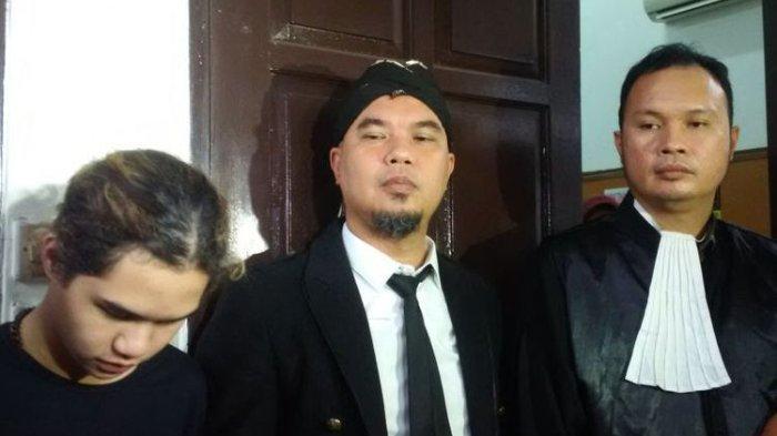 Reaksi Ahmad Dhani setelah Dituntut 2 Tahun Penjara atas Kasus Ujaran Kebencian