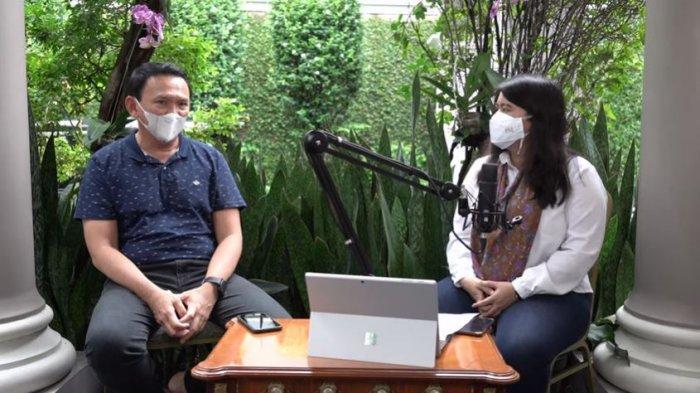 Komut Pertamina Basuki Tjahaja Purnama alias Ahok (kiri) berbincang dengan Anggota DPRD DKI Jakarta F-PDIP Ima Mahdiah (kanan) tentang rumor kenaikan gaji DPRD, ditayangkan di YouTube Panggil Saya BTP, Minggu (6/12/2020).