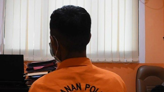 Untuk mempertanggungjawabkan perbuatannya, Ak kini mendekam di tahanan Polres Banggai, Jumat (8/1/2021).