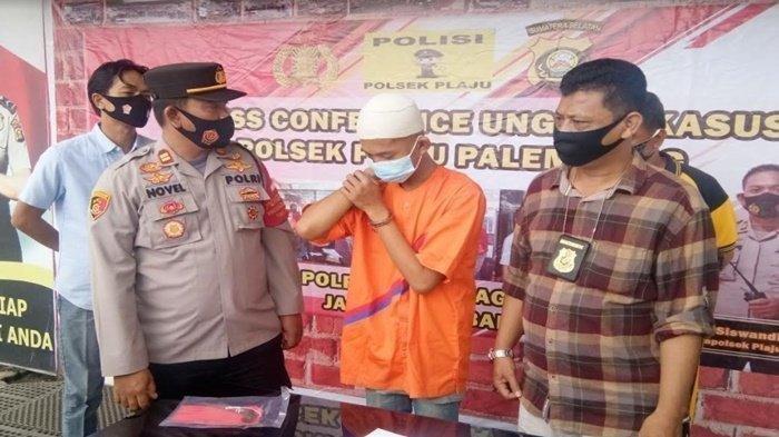 Akbar Maulana diamankan di Polsek Plaju, Sabtu (27/2/2021). Remaja 19 tahun ini maling terlalu pagi sehingga ketiduran di plafon dan ketahuan pemilik rumah.