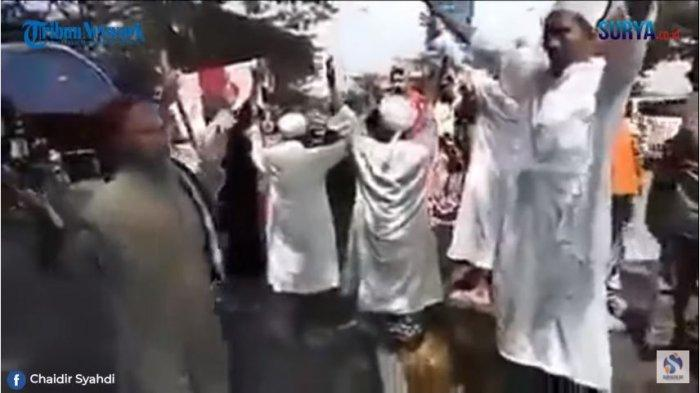Viral Aksi Kelompok Berjubah Putih Lantang Berdoa saat Diminta Putar Balik, Ternyata Ini Tujuannya