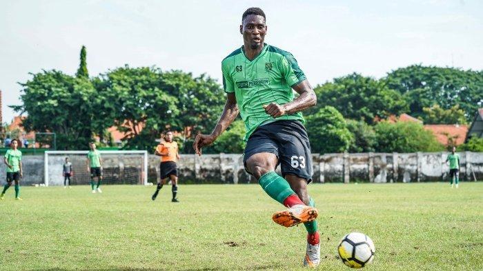 Pemain asing anyar Persebaya Surabaya, Amido Balde saat mengikuti gim internal, Sabtu (9/2/2019).