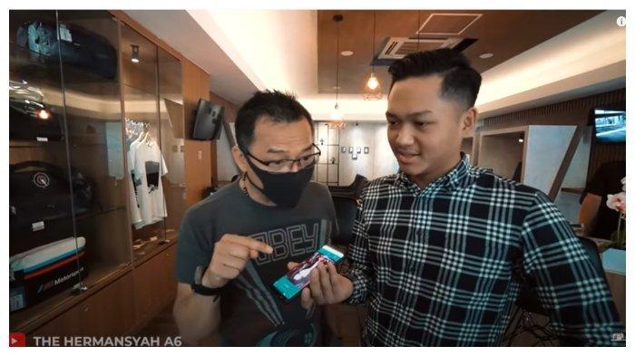 Anang Hermansyah dan Azriel dalam channel YouTube The Hermansyah A6, Rabu (2/9/2020). Anang dan Azriel bujuk Ashanty agar diizinkan beli mobil.