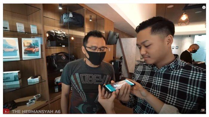 Anang Hermansyah dan Azriel dalam tayangan YouTube The Hermansyah A6, Rabu (2/9/2020). Anang dan Azriel tengah membujuk Ashanty agar diizinkan beli mobil baru.