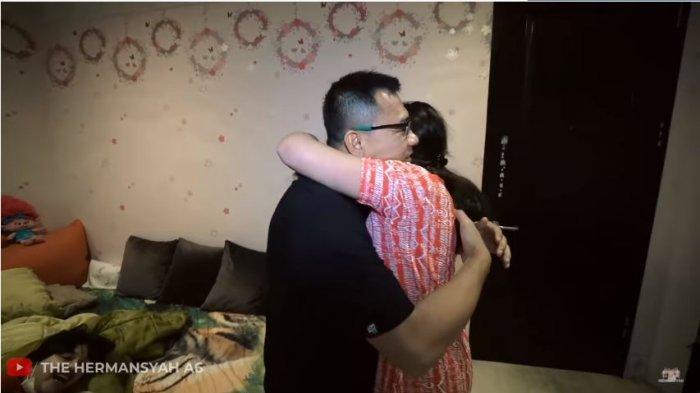 Anang Hermansyah memeluk Ashanty dan melepas rindu setelah sang istri dinyatakan sembuh dari Covid-19, Sabtu (6/3/2021).