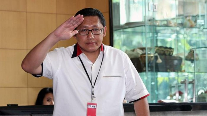 Mantan Ketua Umum Partai Demokrat, Anas Urbaningrum, memenuhi panggilan Komisi Pemberantasan Korupsi (KPK) untuk menjalani pemeriksaan di Kantor KPK, Jakarta, Jumat (10/1/2014)