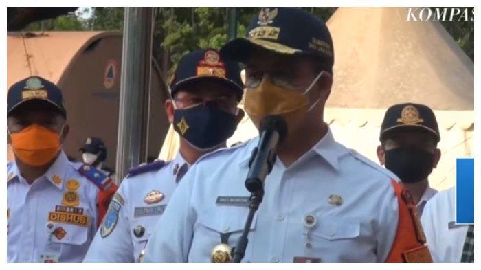 Tangkapan layar Anies Baswedan menyaksikan upacara pemecatan 8 petugas Dinas Perhubungan (Dishub) di Balai Kota Jakarta, Jumat (9/7/2021).