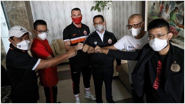 Gubernur DKI Jakarta, Anies memberikan suntikan semangat kepada Persija jelang melakoni laga leg kedua final Piala Menpora 2021 di Stadion Manahan Solo, Minggu (25/4/2021).