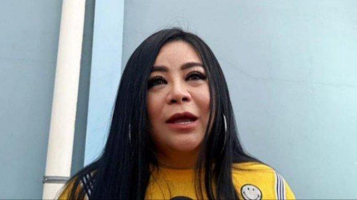 Anisa Bahar saat ditemui di kawasan Tendean, Jakarta Selatan, Selasa (24/12/2019). Anisa Bahar mengaku, saat ini rumah seharga Rp 4 Miliar yang dijualnya belum laku.