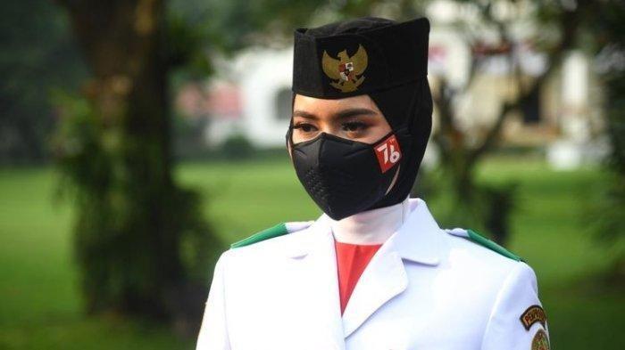 Sosok Pembawa Baki Bendera Merah Putih pada Upacara HUT RI ke-76 di Istana Negara, Ardelia Muthia