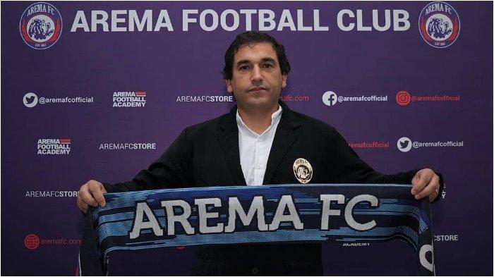 Arema FC resmi menunjuk juru taktik asal Portugal Eduardo Almeida sebagai pelatih kepala untuk musim 2021.