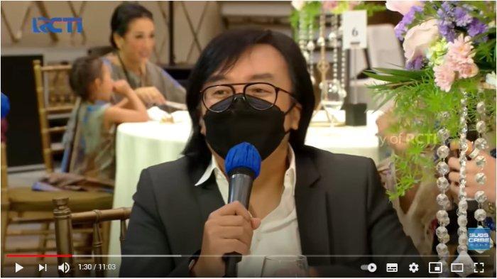 Ari Lasso menyanyikan lagu di acara lamaran Atta Halilintar dan Aurel Hermansyah