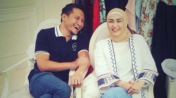 Rayakan Ulang Tahun Istrinya, Arie Untung Justru Dapat Hadiah hingga Tak Ada Acara Tiup Lilin