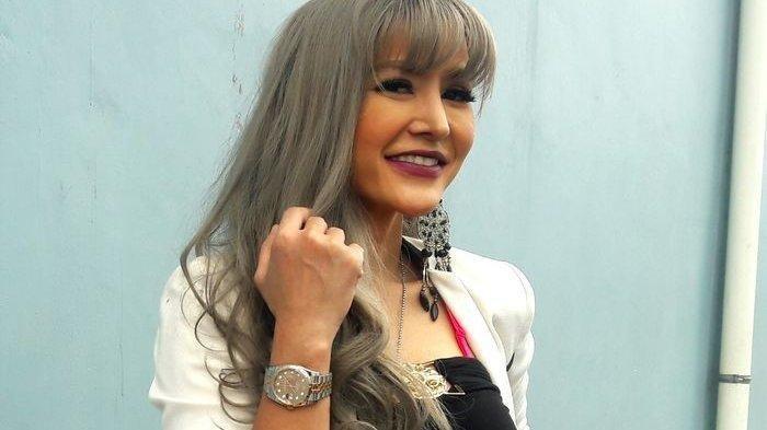 Artis pemain sinetron Cynthiara Alona.
