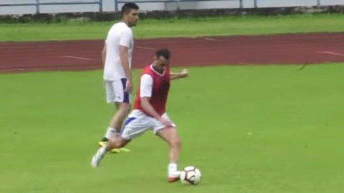 Baru Ikut Latihan Persib Bandung, Lihat Skill Artur Gevorkyan Jebol Gawang lewat Free Kick