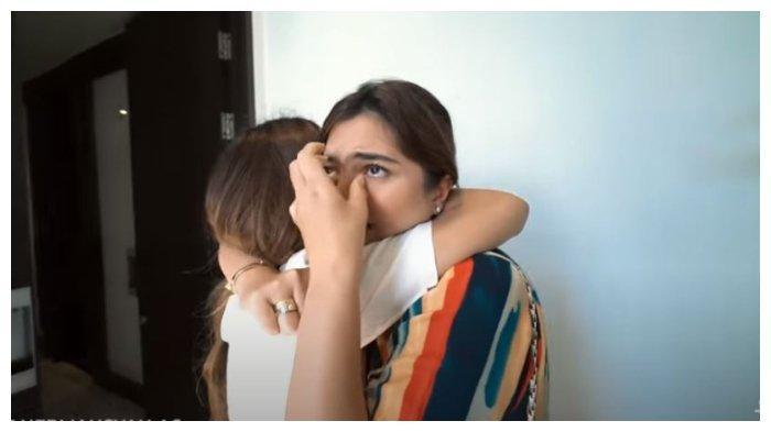 Ashanty menangis terharu mengetahui kedatangan Aurel Hermansyah, Sabtu (17/10/2020).