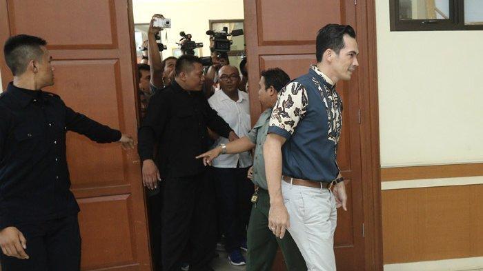 Sidang mediasi perceraian Tsania Marwa dengan Atalarik Syah, di Pengadilan Agama Cibinong, Kabupaten Bogor, Jawa Barat, Selasa (18/4/2017).