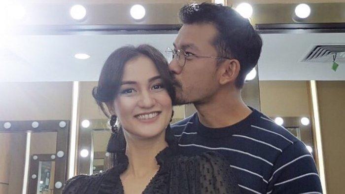 Atiqah Hasiholan dan Rio Dewanto