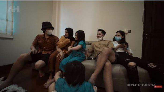 (Dari kiri ke kanan) Atta Halilintar, Aurel Hermansyah dan adik-adiknya, Arsy, Arsya serta Azriel Hermansyah beserta kekasihnya, Sarah Menzel, Sabtu (4/7/2021).