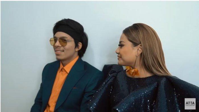 Atta Halilintar dan Aurel Hermansyah dalam kanal YouTube Atta Halilintar, Rabu (11/11/2020). Aurel tersipu saat dipuji cantik oleh Atta.