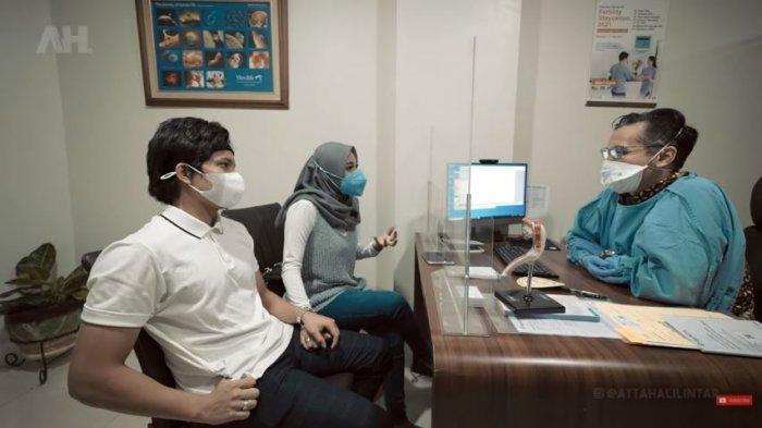 Atta Halilintar dan Aurel Hermansyah konsultasi pada dokter kandungan, Minggu (6/6/2021). Dokter membeberkan penyebab Aurel alami keguguran sebelumnya.