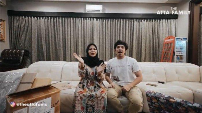 Atta Halilintar dan Aurel Hermansyah membuka vlog perdana mereka di kanal YouTube keluarga, Senin (12/7/2021).