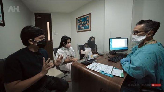 Atta Halilintar dan Krisdayanti mengantar Aurel Hermansyah konsultasi ke dokter kandungan, Minggu (5/9/2021).