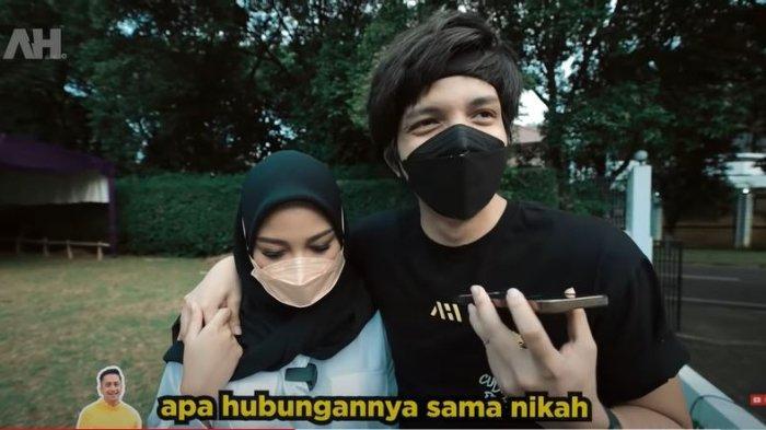 Aurel Hermansyah dan Atta Halilintar saat menelpon Irfan Hakim