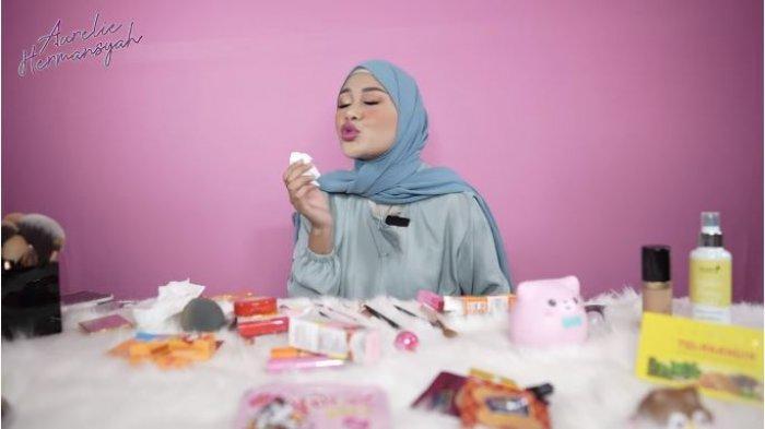 Aurel Jajal Lipstik Bentuk Permen, Praktekkan Cium Atta Halilintar: Mau Bobok sama Suami Pakai Ini