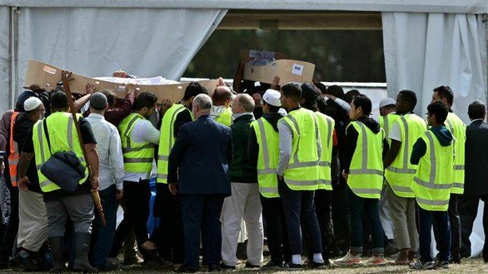 Ayah dan anak yang menjadi korban penembakan masjid di Selandia Baru dimakamkan, Rabu (20/3/2019).