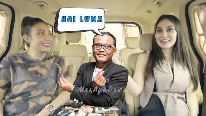 Ayu Dewi ketika berbincang dengan sahabatnya, Luna Maya.