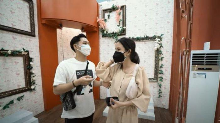 Azriel Hermansyah dan Sarah Menzel pada kanal YouTube A6 pada Sabtu (3/6/2021). Ariel Hermansyah mengaku belum siap untuk menikah muda.