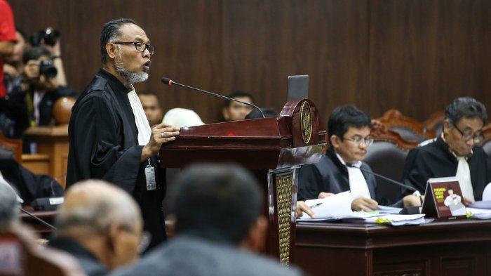 Ketua Tim Hukum Prabowo Subianto - Sandiaga Uno, Bambang Widjojanto saat sidang perdana sengketa pilpres 2019 di Gedung Mahkamah Konstitusi, Jakarta, Jumat (14/6/2019).