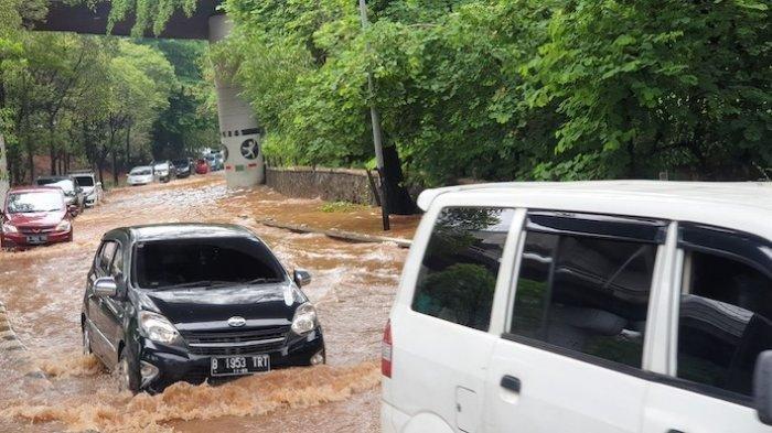 Tips Mengetahui Batas Aman Mobil agar Dapat Melewati Banjir, Jangan Paksakan Diri