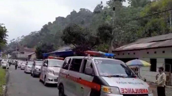 Penampakan Konvoi Ambulans Jemput 47 Warga Positif Covid-19 dari Klaster Senam di Tasikmalaya