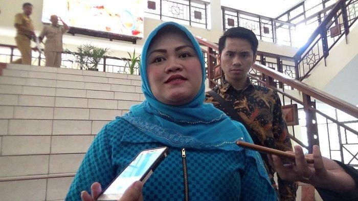 Bupati Bekasi Neneng Hasanah Yasin di Kantor Bupati Bekasi, Desa Sukamahi, Cikarang Pusat, Kabupaten Bekasi, Senin (15/10/2018).
