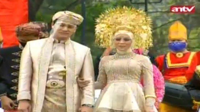 Rizky Billar dan Lesti Kejora dalam acara Manjalang ka Rumah Mintuo atau ngunduh mantu.