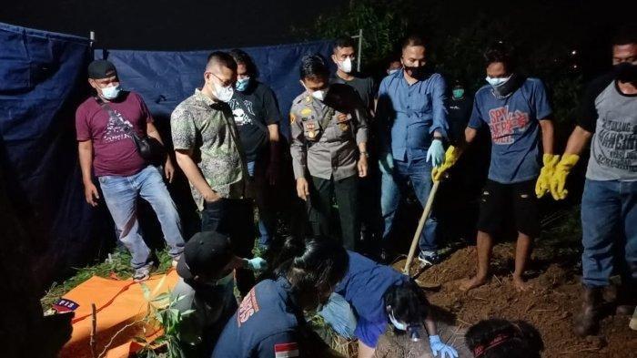Evakuasi mayat korban pembunuhan di KM 43 RT 15 Desa Bukit Baling, Kecamatan Sekernan, Kabupaten Muarojambi pada Sabtu (18/9/2021) lalu.