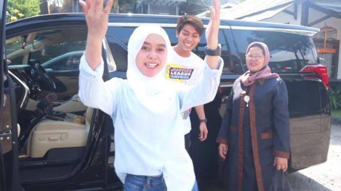 Rizky Billar, Lesti Kejora, dan Rosmala Dewi saling bercanda, ditayangkan di YouTube Rizky Billar, Kamis (17/9/2020). Lesti mengamini candaan Billar saat disebut Daniel Eddy bakal jadi mertuanya.
