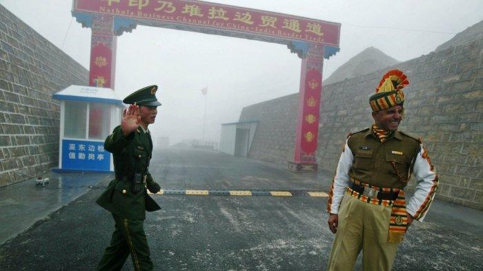Bentrok Bersenjatakan Kayu dan Batu, Berikut Alasan Tentara India dan China Tak Pakai Alat Militer