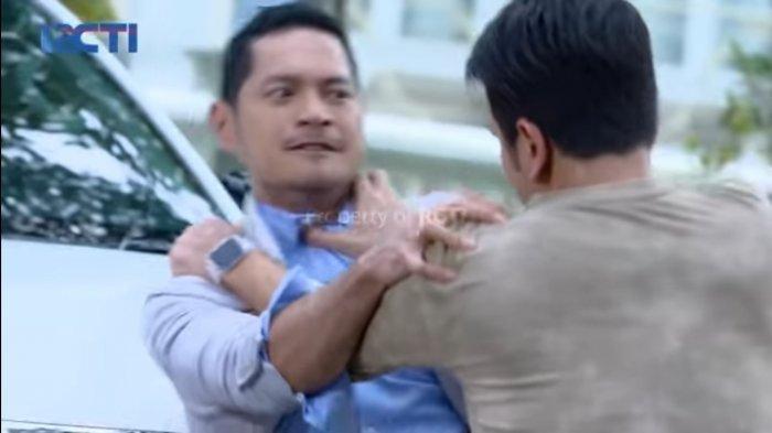 Cuplikan adegan sinetron Ikatan Cinta yang memperlihatkan Nino dan Riki baku hantam